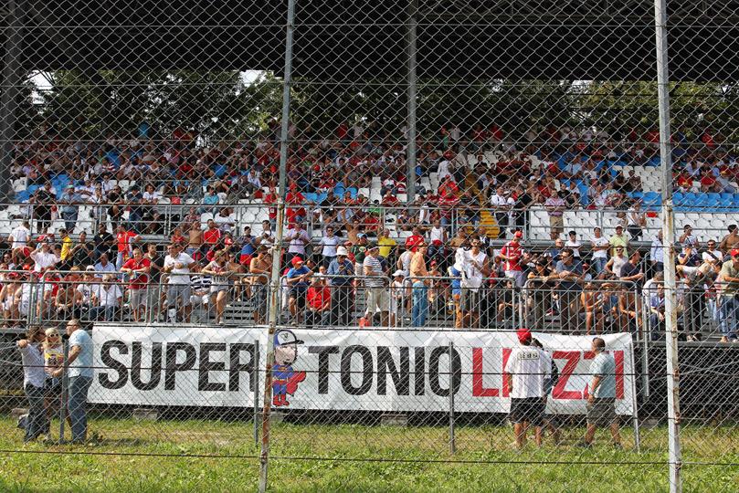 плакат болельщиков Витантонио Льюцци Super Tonio Liuzzi на Гран-при Италии 2011