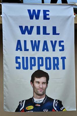 We will always support - баннер болельщиков в поддержку Марка Уэббера на трибуне Гран-при Кореи 2013