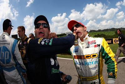 Рубенс Баррикелло и Тони Канаан бьют друг друга по лицу - IndyCar 2012