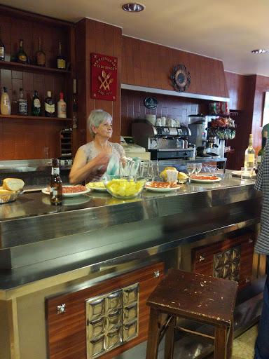 Bar casa braco casa rural gerbasita navascues a roncal for Inmobiliaria julio gerpe