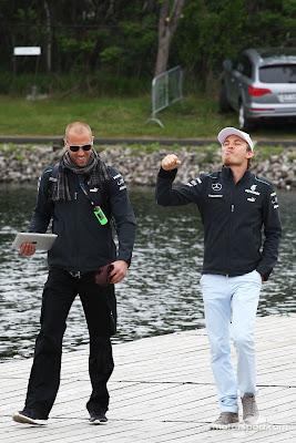 Нико Росберг со своим тренером Daniel Schloesser прибывают на Гран-при Канады 2013