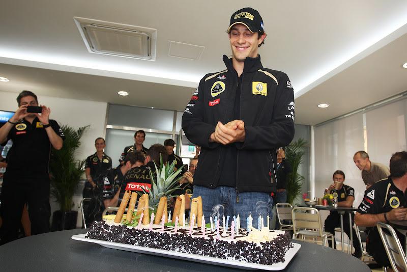 Бруно Сенна и его торт на Гран-при Кореи 2011