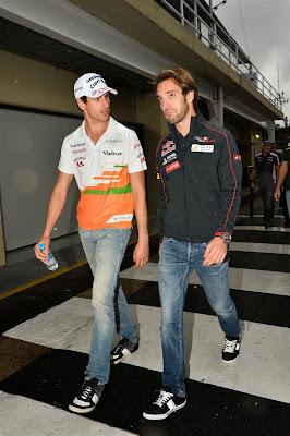 Адриан Сутиль и Жан-Эрик Вернь идут по паддоку Интерлагоса на Гран-при Бразилии 2013