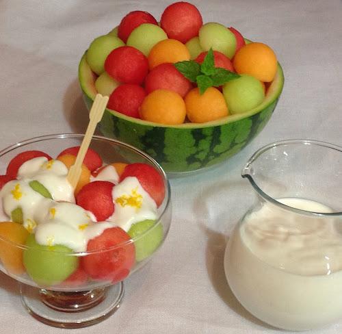 Sałaka owocowa melony, owoce, jogurt