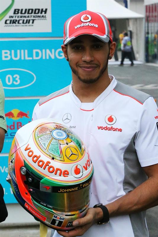 специальный дизайн шлема Льюиса Хэмилтона для Гран-при Индии 2012