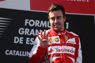 Фернандо Алонсо показывает четыре на подиуме Гран-при Испании 2013