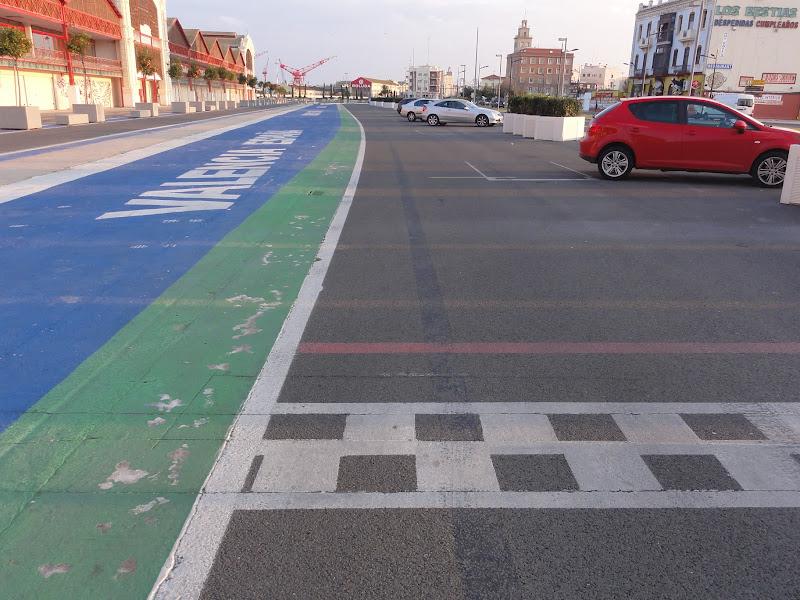 старт-финишная черта на городской трассе Формулы-1 в Валенсии зимой