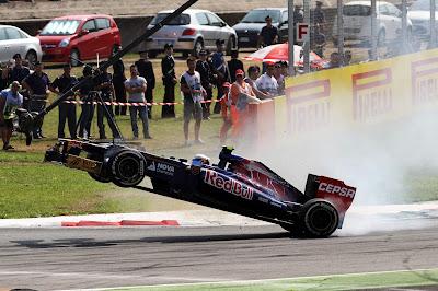 Жан-Эрик Вернь Toro Rosso в воздухе над Монцей на Гран-при Италии 2012
