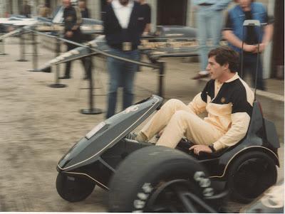 Айртон Сенна на машинке Lotus в Сильверстоуне на Гран-при Великобритании 1985