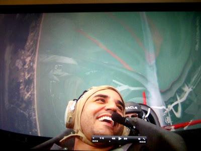 Хуан Пабло Монтойя летит на самолете