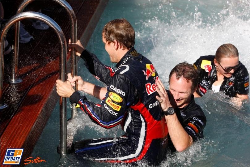 Кристиан Хорнер иСебастьян Феттель в бассейне Red Bull на Гран-при Монако 2011