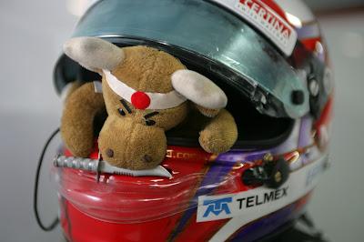 талисман Камуи Кобаяши забрался в шлем пилота на Гран-при Германии 2012