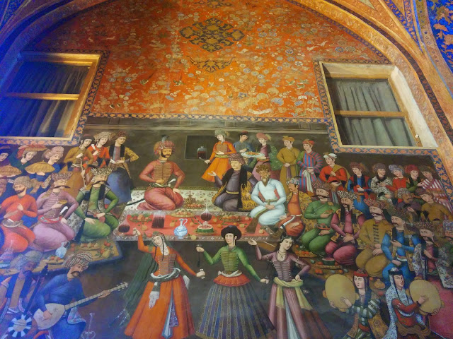Beautiful paintings on the walls of Esfahan