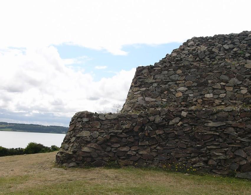 Le cairn de Barnenez par Bretagne-web.fr