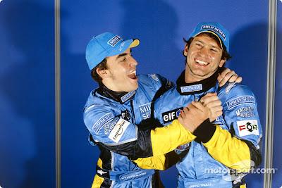 Фернандо Алонсо и Ярно Трулли празднуют первый ряд на Гран-при Малайзии 2003 на трассе Куала-Лумпур