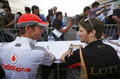Дженсон Баттон и Ромэн Грожан на автограф-сессии Гран-при Индии 2013