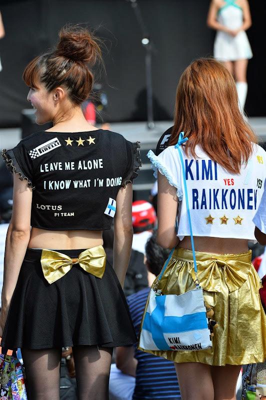 болельщицы Кими Райкконена в оригинальных платьях на Гран-при Японии 2013