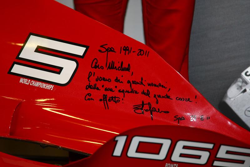 кожух двигателя - подарок от Ferrari Михаэлю Шумахеру на Гран-при Бельгии 2011