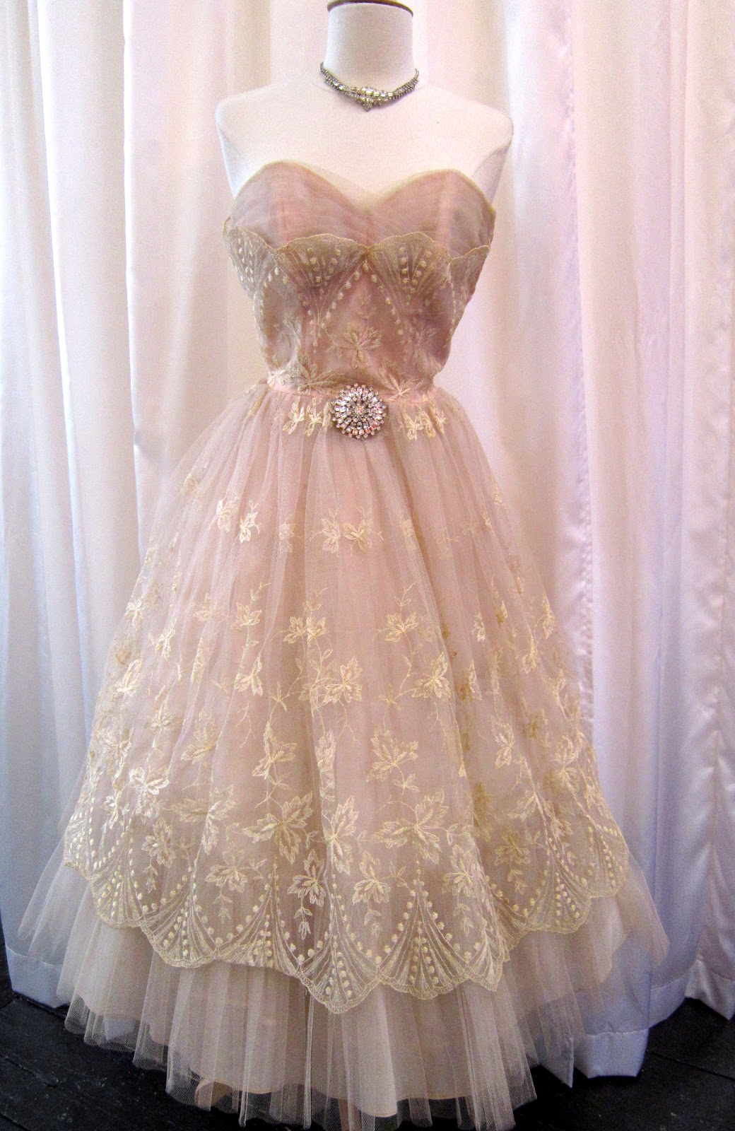wedding dress. 1950s Blush