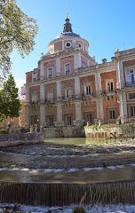 El río Tajo a su paso junto al Palacio