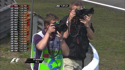синхронная работа фотографов во время второй сессии свободных заездов на Гран-при Китая 2013