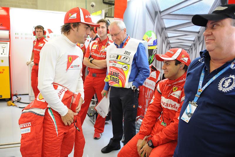 Фернандо Алонсо в гараже с Фелипе Массой и Луис Антонио Массой на Гран-при Бельгии 2011