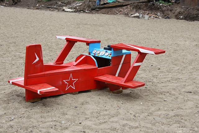 Самолет из дерева в детский сад