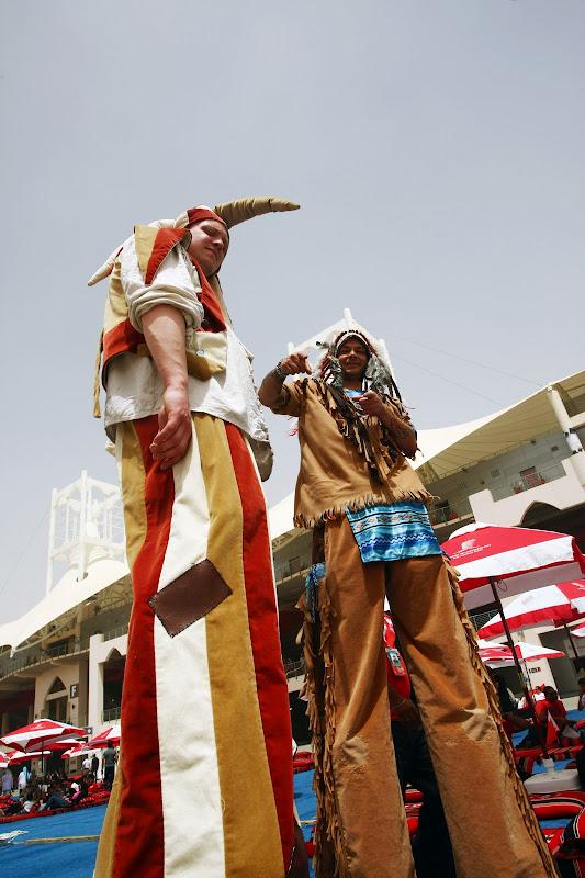 костюмированное шоу на Гран-при Бахрейна 2012