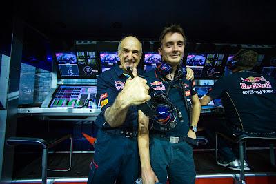 Франц Тост на командном мостике Toro Rosso на Гран-при Сингапура 2014