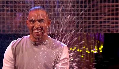 Льюис Хэмилтон разбрызгивает шампанское на шоу Грэма Нортона