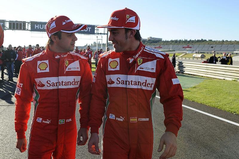 Фелипе Масса и Фернандо Алонсо идут по трассе Рикардо Тормо на Ferrari Finali Mondiali в декабре 2012
