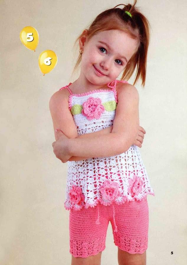 Симпатичная расклешенная юбочка для девочки 4 лет, связанная крючком из разноцветных остатков хлопковой пряжи. .