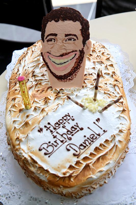 торт на день рождения Даниэля Риккардо с головой пилота на Гран-при Великобритании 2014