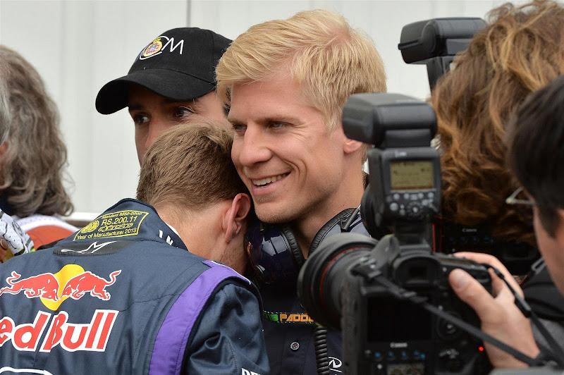 Себастьян Феттель со своим тренером Хейкки Хуовиненом после квалификации на Гран-при Монако 2013