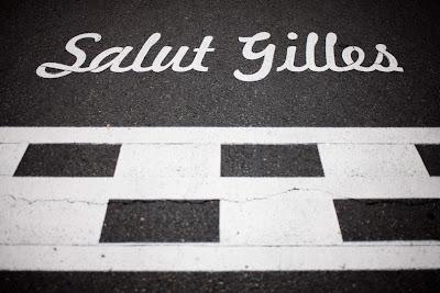 надпись Жиль Вильнев на старт-финишной прямой Монреаля на Гран-при Канады 2011