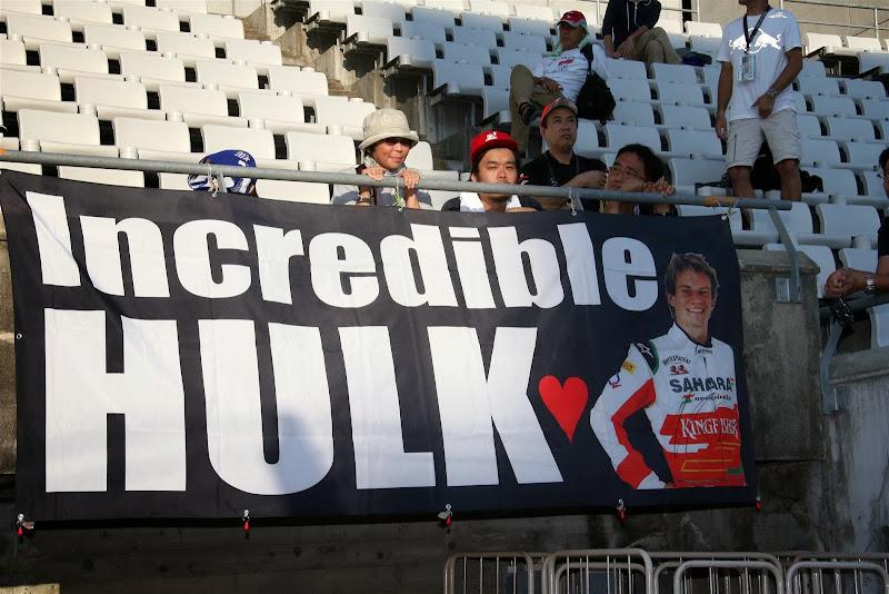 Невероятный Халк - баннер болельщиков Нико Хюлькенберга на Гран-при Японии 2013