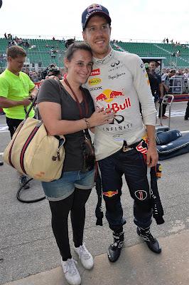 Себастьян Феттель и его болельщица на Гран-при Канады 2013