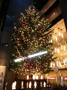 銀座ミキモトのジャンボクリスマスツリー2012