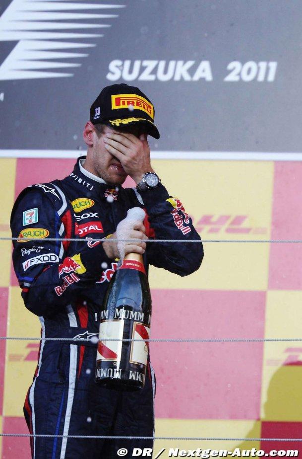 Себастьян Феттель фэйспалмит на подиуме Сузуки на Гран-при Японии 2011
