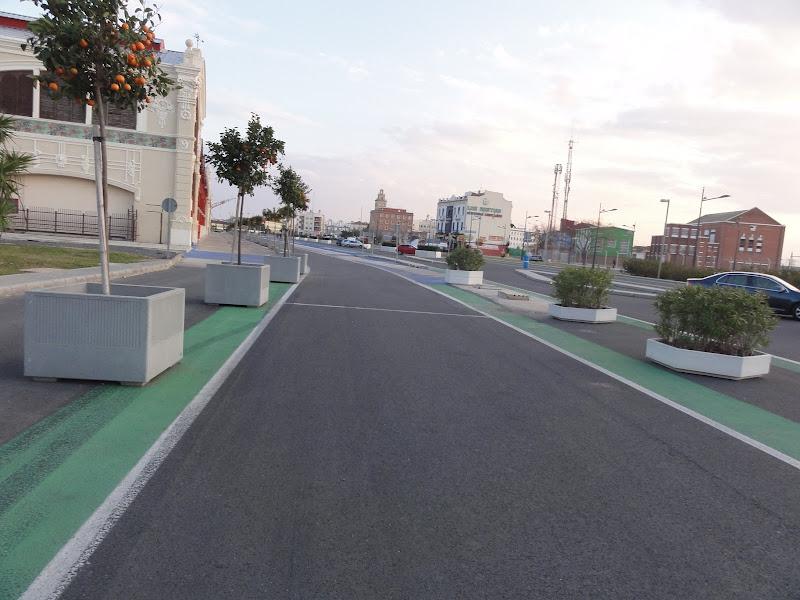 выезд с пит-лейн на городской трассе Формулы-1 в Валенсии зимой