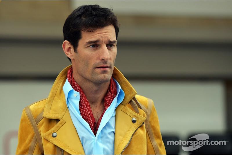 Марк Уэббер в желтом пиджаке на пит-лейне Гран-при США 2012