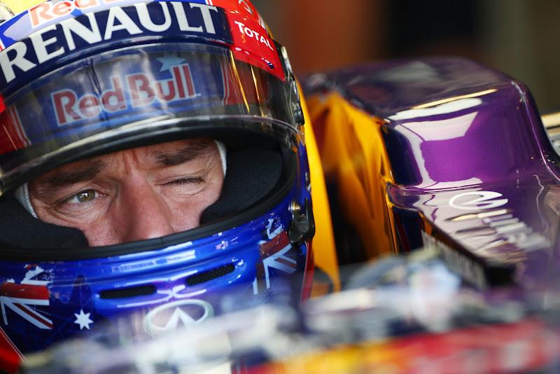 Марк Уэббер подмигивает на Гран-при Венгрии 2013
