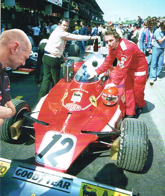фотошоп Эдриан Ньюи наблюдает за Ferrari Ники Лауды by pinnacle racing