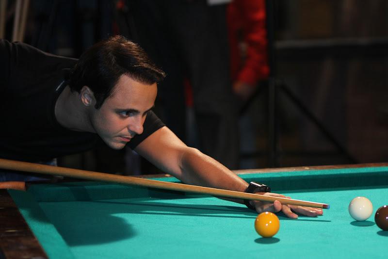 Фелипе Масса играет в снукер в Сан-Паулу 9 декабря 2012