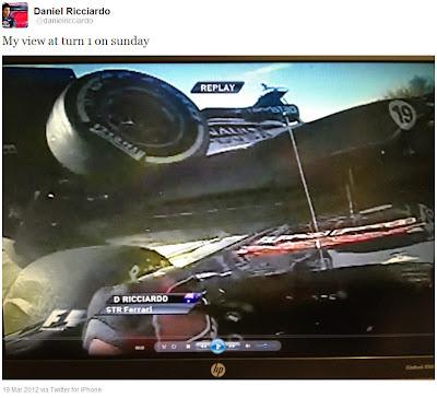 Даниэль Риккардо под болидом Williams в первом повороте Альберт-Парка в воскресенье на Гран-при Австралии 2012