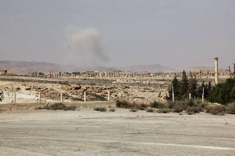 Islamic State in control of Palmyra ruins