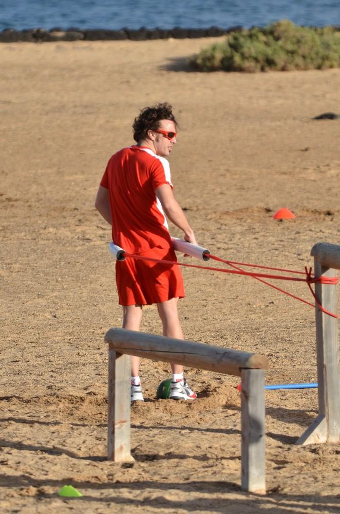 Фернандо Алонсо на тренировочной сессии Ferrari на испанском острове Лансароте 26 января 2012