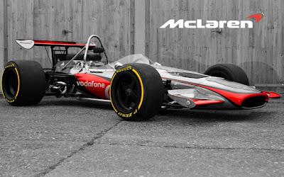 McLaren M14A в цветах современного болида с логотипами Vodafone и Pirelli
