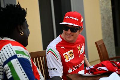 Кими Райкконен и Mr Moko на Гран-при Абу-Даби 2014