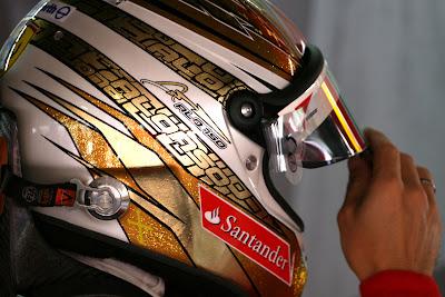 Фернандо Алонсо в особом шлеме на Гран-при Монако 2011